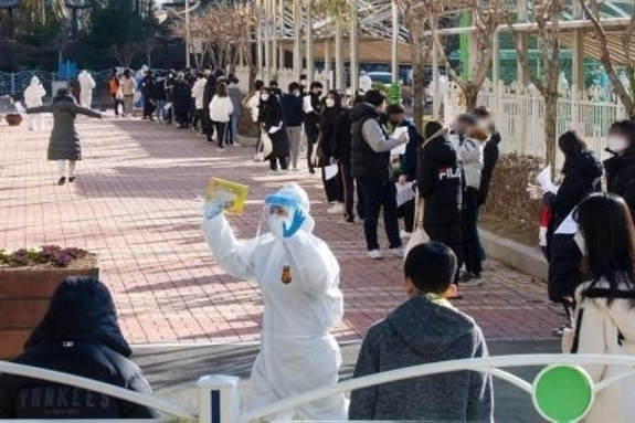 (광주일보) 코로나 확산세…광주 거리두기 2단계 상향 논의