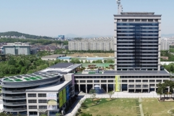 (전북일보) 전북 최초 3선 도지사냐 vs 재선 국회의원 출신 도지사냐